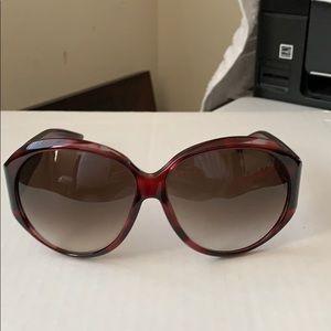 Gucci sunglasses case included